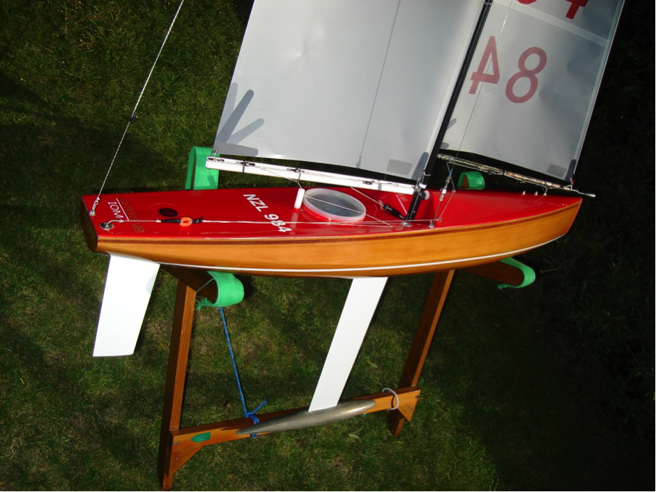 Building my second cedar V8 IOM yacht  – Radio Yacht